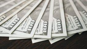 一百元钞票顺利地转动 股票视频