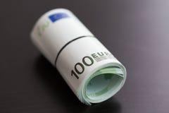 一百张欧洲票据卷  库存照片