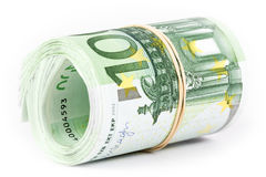 一百张欧洲钞票卷与一个橡皮筋儿的 库存照片