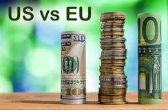 一百欧洲和一百美元滚动了票据钞票 库存照片