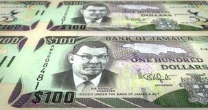 一百牙买加元牙买加辗压,现金金钱,圈钞票  库存例证