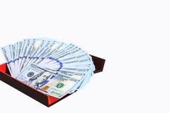 一百美元爱好者在金钱礼物盒的笔记,隔绝在与裁减路线的白色背景 免版税库存图片