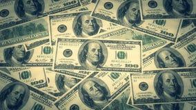 一百美元钞票堆和画象美国金钱钞票的本杰明・富兰克林 库存照片