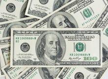 一百美元,总统的画象接近,很多金钱 免版税库存图片