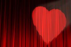 一盏心形的聚光灯阐明的红色天鹅绒纹理 图库摄影
