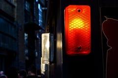 一盏红色交通警告灯的细节 库存照片