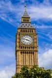 一相当蓝色围拢的大本钟钟楼的细节 库存照片