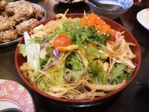 一碗与菜和绿色的沙拉 库存图片