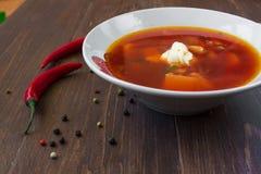 一碗与酸性稀奶油的罗宋汤 免版税库存照片