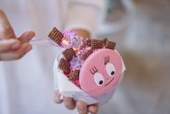 一碗健康冷甜点,自创格兰诺拉麦片 免版税库存图片