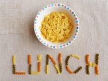 孩子午餐的意大利面团 库存图片