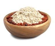 一碗燕麦用在白色查出的浆果 库存照片
