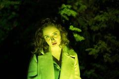 一神奇美女的画象绿色照明设备的 免版税库存照片