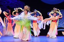一神仙来自天堂现实的-历史样式歌曲和舞蹈戏曲不可思议的魔术-淦Po 免版税图库摄影