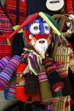 一种五颜六色的面具和织品待售在巫婆的市场上在拉巴斯,玻利维亚 库存图片