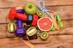 一种健康生活方式、体育和饮食的概念 库存照片