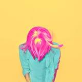 一种时髦的女孩混合颜色的画象 免版税库存图片