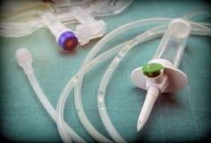 一种水滴灌溉设备的橡胶细节在医院手术台里 库存图片