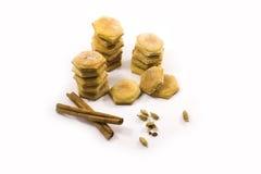 一种油脂含量较高的酥饼用在白色背景的香料 库存图片