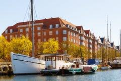 一种渠道的看法在中央哥本哈根在春天晴天 库存图片