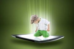 一种片剂的小男孩有数据射线的  免版税库存图片