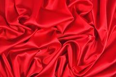 从一种红色缎织品的背景 免版税库存照片