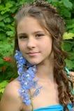 一种美好的发型的女孩 免版税库存照片