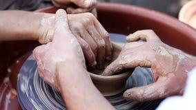 一种老练的陶瓷工工艺教男孩 股票录像