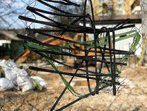 一种黄色挖掘机的被弄脏的背景在建造场所的 免版税图库摄影
