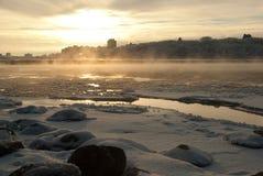 一种冻结的都市风景一个加拿大冬天中 免版税图库摄影