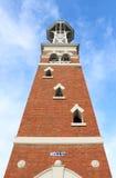 一红砖景气式belltower,在1888年建立作为Maryborough消防局一部分 免版税库存图片