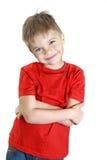 一红色衬衣微笑的男孩 免版税库存照片