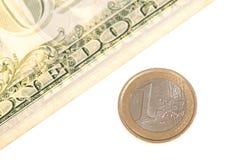 一美元对一枚欧洲硬币 免版税库存图片