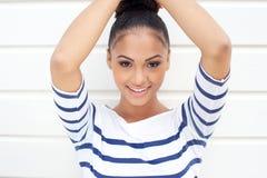 一美好年轻拉丁妇女微笑的画象 库存照片