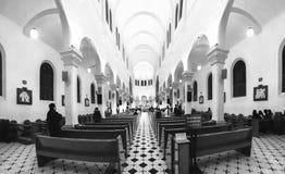 一群人祈祷的和平在清早 免版税图库摄影