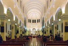 一群人祈祷的和平在清早 免版税库存图片