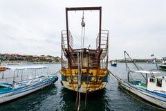 一老,生锈和被放弃的船`若虫`在内塞伯尔海口  库存图片
