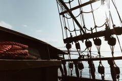 一艘传统帆船的内部看法-冒险navigat 免版税库存图片