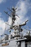 一艘军用船的雷达和天线` s 免版税库存照片