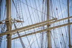 一艘大帆船的帆柱和索具在汉堡港的  图库摄影