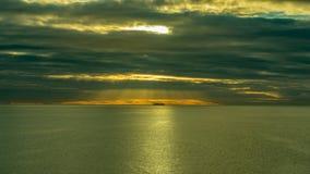 一艘大船的看法在天际的在日出期间 库存图片