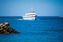 一艘巨大的旅游客船在鳕鱼角,马萨诸塞 库存照片