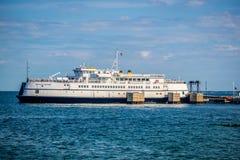 一艘巨大的旅游客船在鳕鱼角,马萨诸塞 库存图片