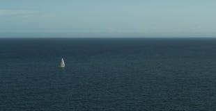 一艘帆船在海 免版税库存图片