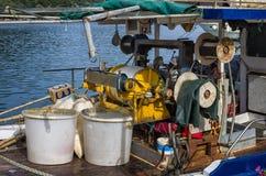一艘捕鱼船的重的设备,在莱夫卡斯州,希腊 免版税库存照片