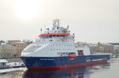 一艘新的icebreaking的船 库存图片