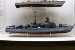 一艘武装直升机或战舰的模型在博物馆 免版税图库摄影