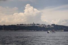 一艘汽艇的看法在博斯普鲁斯海峡的 免版税库存图片