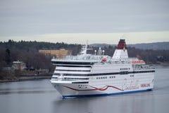 一艘游轮的图象在斯德哥尔摩附近的 库存图片