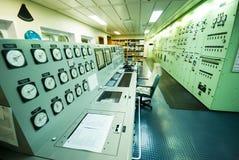 一艘特大号船的控制室 免版税图库摄影